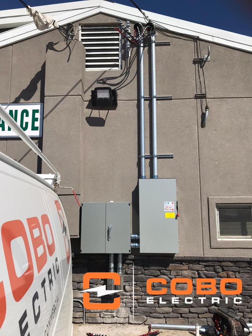 Electrical Contractor Winnipeg – 400 Amp Electric Service